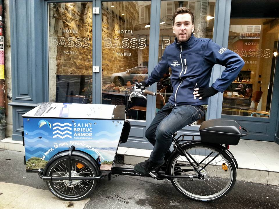 Streetmarketing à Paris avec le triporteur publicitaire à Montmartre