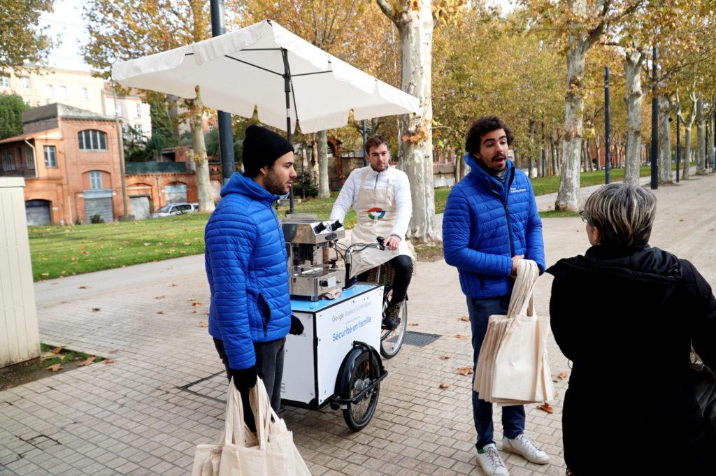 Streetmarketing avec triporteur personnalisé